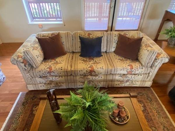 Photo Sofa, matching love seat  two navy blue recliners - $500 (Show Low)
