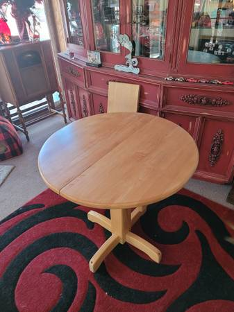 Photo Solid Maple Table - $75 (Lakeside)