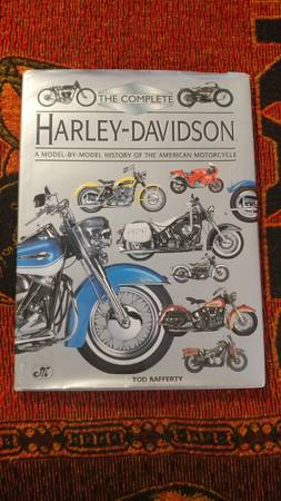 Photo THE COMPLETE HARLEY - DAVIDSON MOTORCYCLE BOOK FOR SALE - $15 (Tempe)