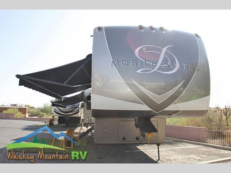 Photo 2019 DRV LUXURY SUITES Mobile Suites Sante Fe - 46 - Huge Solar System - 1 Y $129900