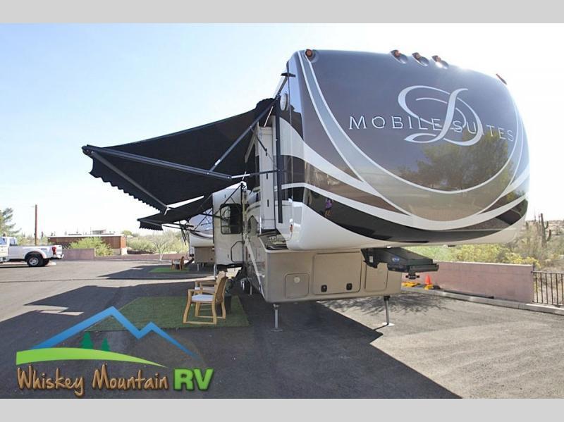 Photo 2017 DRV LUXURY SUITES Mobile Suites 40 KSSB4 - Gen 960 Watt Solar WD 3 AC Un $99900