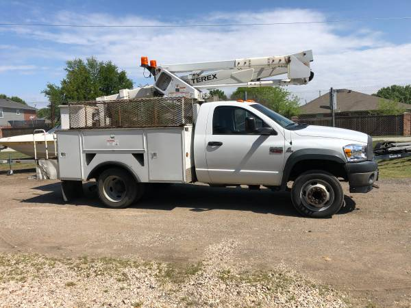Photo 2008 Dodge RAM 5500 Bucket Truck - $19000 (MANSFIELD, TX)