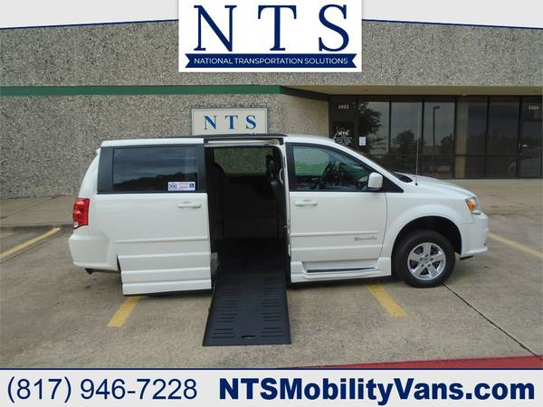 Photo 28K MILE DODGE GRAND CARAVAN MOBILITY HANDICAPPED WHEELCHAIR RAMP VAN - $27,250 (Irving, TX)