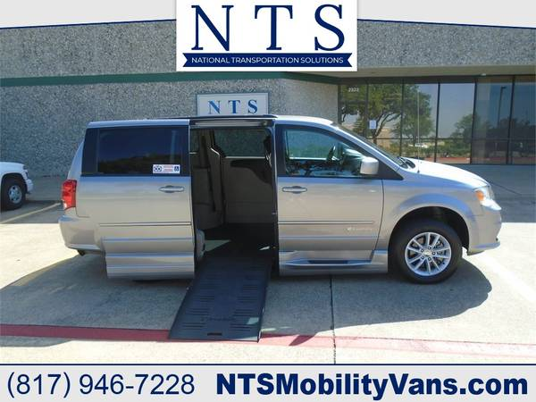Photo 29K MILE DODGE GRAND CARAVAN MOBILITY HANDICAPPED WHEELCHAIR RAMP VAN - $31,900 (Irving, TX)