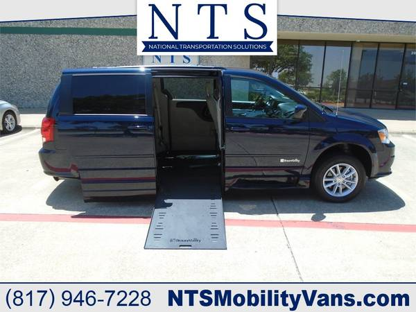 Photo 2K MILE DODGE GRAND CARAVAN MOBILITY HANDICAPPED WHEELCHAIR RAMP VAN - $33,900 (Irving, TX)