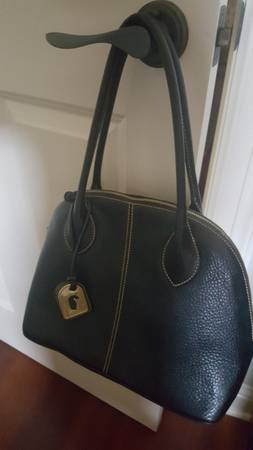 Photo Dooney and Bourke Black Leather Purse - $45 (North Bossier  I-220)