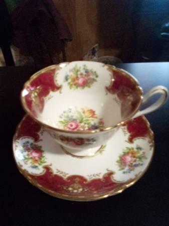 Photo Rosebud Teacup  Saucer, Shelley Fine Bone China, Duchess 13401 - $50 (Bossier)