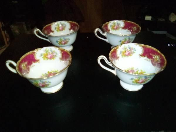 Photo Rosebud Teacups, Shelley Fine Bone China - $100 (Bossier)