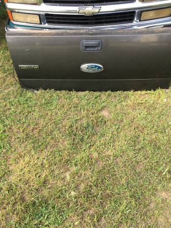 Photo Tailgate and bumper 04 -08 ford f150 - $300 (Vivian)
