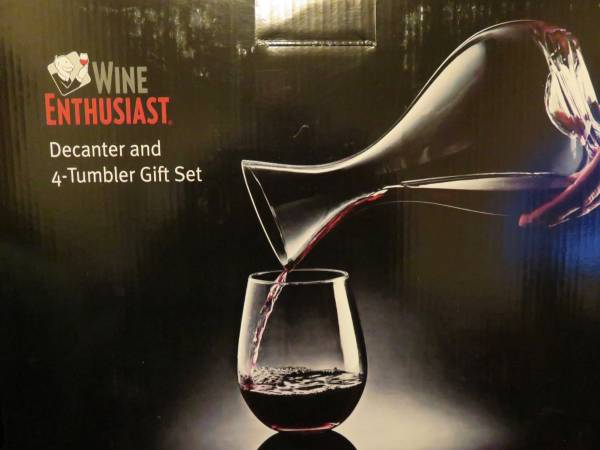 Photo WINE ENTHUSIAST Decanter  Tumbler Gift Set - 12 Price NEW in BOX - $12 (Bossier City)