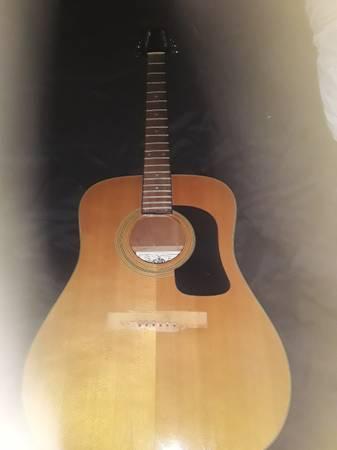 Photo Washburn acoustic guitar - $100 (Haughton)