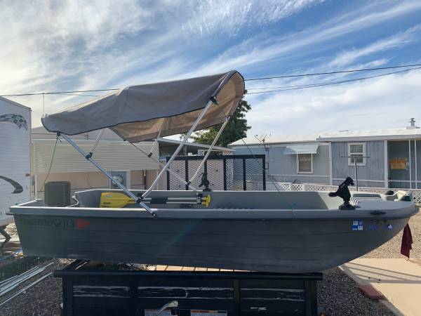 113 basstender boat - $1,399 (Tucson)