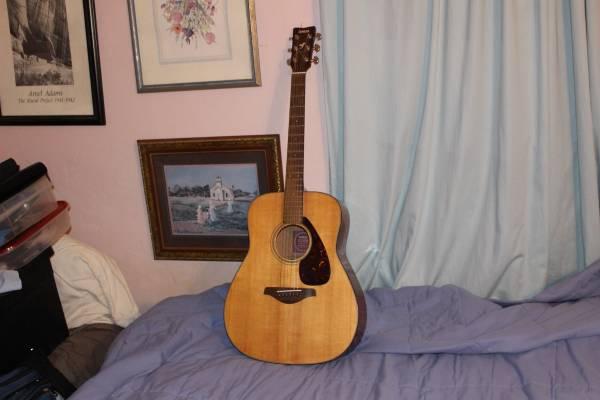 Photo 196039s Yamaha FG Acoustic Guitar - $125 (Bisbee)