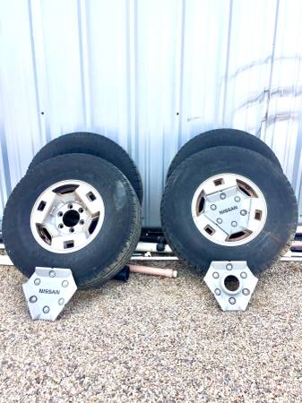 Photo 4-Used tires  hubs 31x10.50 R15 - $80 (Whetstone Huachuca City)