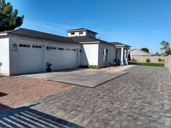 Photo Get the edge and cash back when you buy a home. (Phoenix greater area.)