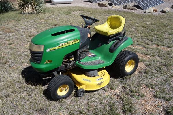 Photo John Deere L110, Automatic - $550 (Hereford)