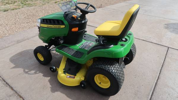 Photo John Deere Riding Lawn Mower - $1378 (Hereford, Kings Ranch Estates)