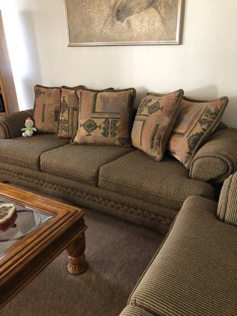Photo QUALITY SOFA AND LOVESEAT - EXCELLENT CONDITION - BARELY USED - $450 (Sierra Vista, AZ)