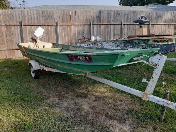 Photo 16 foot flat bottom Jon Boat 48 in wide with a 25 horse Evinrude tille - $2,200 (Fairmont Nebraska)