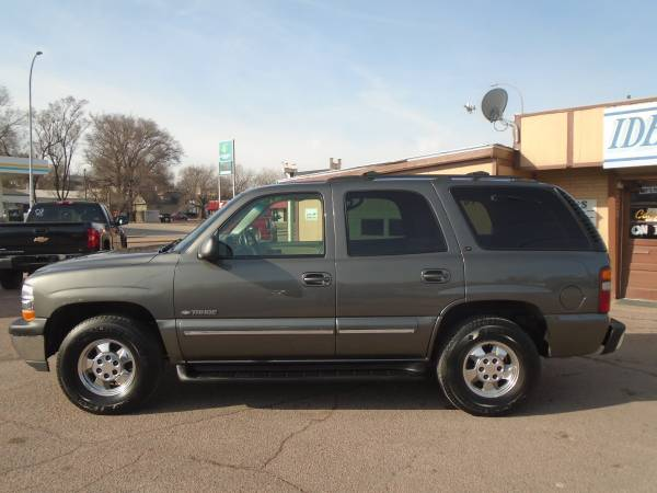 Photo 2000 Chevy Tahoe LT 4wd CLEAN - $4999 (sioux city)