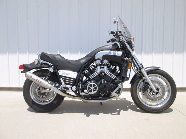 Photo 2001 Yamaha V-Max 1200 - Lots of add-ons
