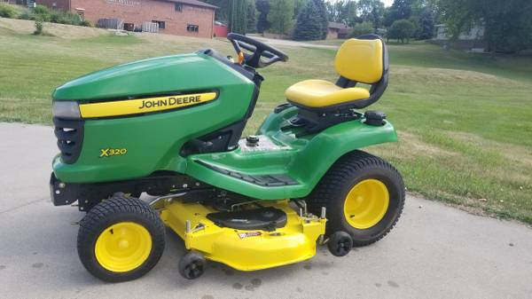 Photo 2013 John Deere X320 Riding Lawn Mower 48quot Deck (Lake View Iowa)