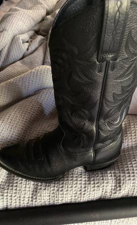 Photo Ariat boots - $75 (Sioux City)