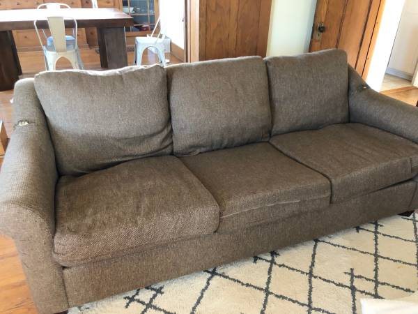 Photo FREE COUCH- YOU HAUL OUT OF HOME (North Side)