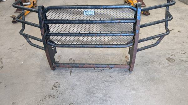 Photo Ford Super Duty Ranch hand grill guard f250 2011 2013 - $200 (Sioux City)