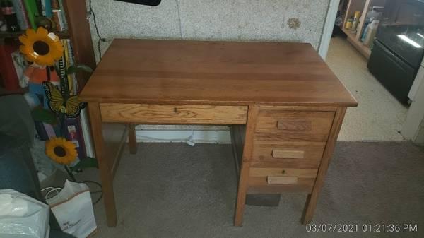 Photo Real Wood Teacher39s Desk - $50 (Ida Grove, Iowa)