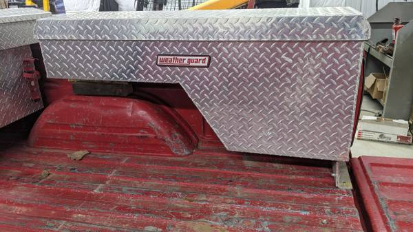 Photo Weather Guard diamond plate side tool box - $150 (Sioux City)