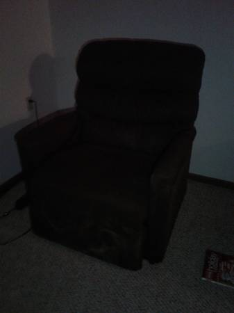 Photo Wide lift chair recliner - $100 (South sioux city ne)