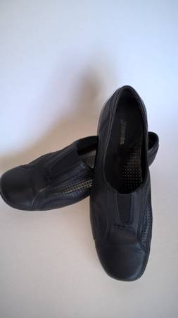 Photo Womens 7M shoes black soft leather St Johns Bay excellent condition - $30 (108th and Maple)