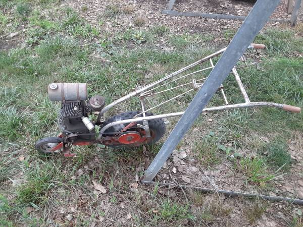 Photo antique gas cultivator - $300 (Winside)