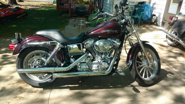 Photo 2005 Harley Dyna Street Glide custom - $6,250 (Lake Benton)