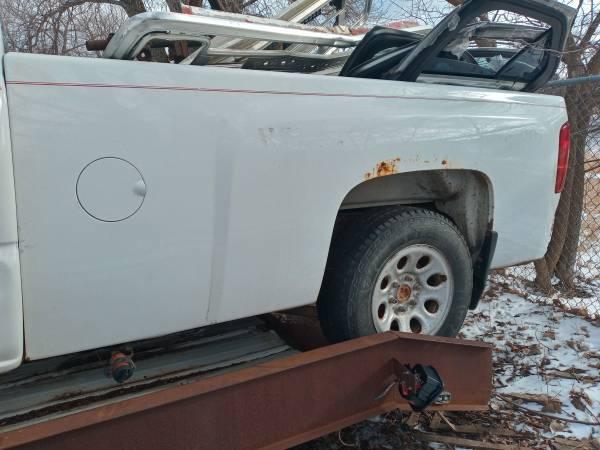 Photo 2011 chevy box - $300 (Sioux falls)