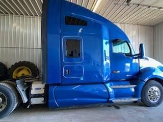 Photo 2016 Kenworth T680 Semi Sleeper Truck wAPU unit - $35000 (Sioux Falls)