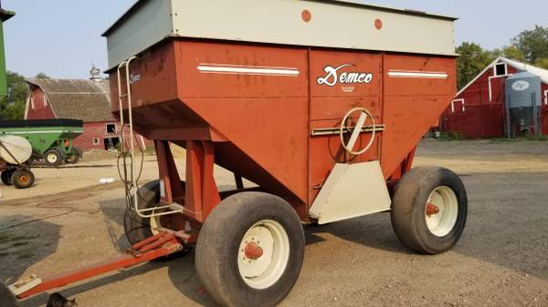 Photo Demco 365 red wagon for sale - $2,850 (Steen mn)