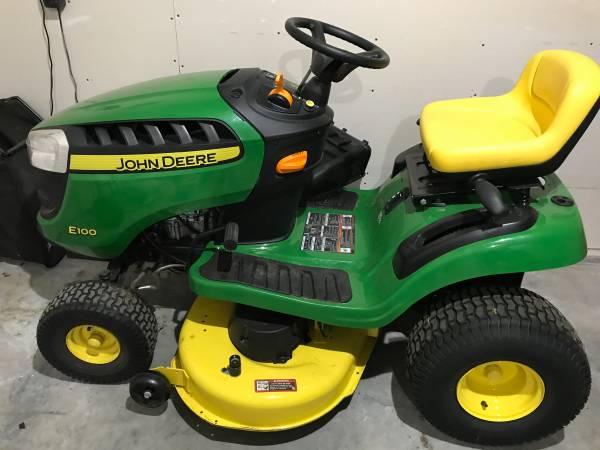 Photo John Deere Lawn Tractor E100 - $1,500 (Volga, SD)