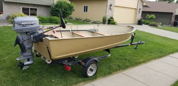 Photo Lund Boat with 2000 Johnson 25 - $1,950 (Sioux Falls)