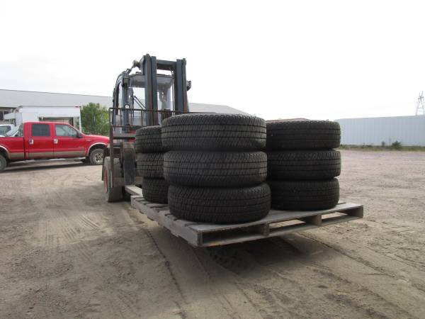 Photo Michelin 245 75 17 Ford Dodge Dually DRW Load Range E Tires and Wheels - $1 (Sioux Falls)