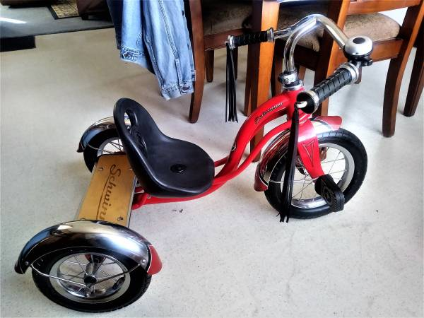 Photo SCHWINN-ROADSTER KIDS Classic Red TRICYCLE - $59 (NORTHWEST SIDE of SIOUX FALLS)