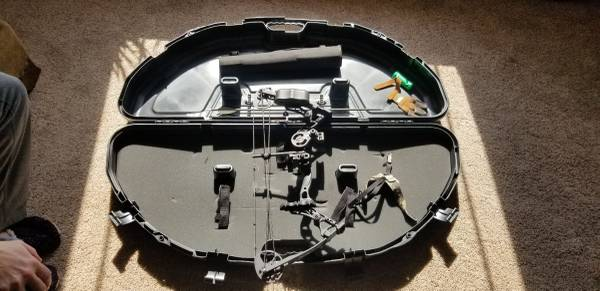 Photo Youth bow package - $200 (Hartford)
