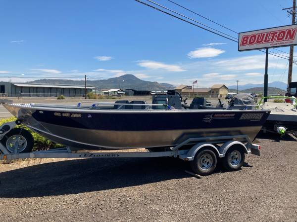 Photo 2018 Boulton 2039 Center Console Outboard Jet - $42,995 (6241 Crater Lake Hwy Central Point)