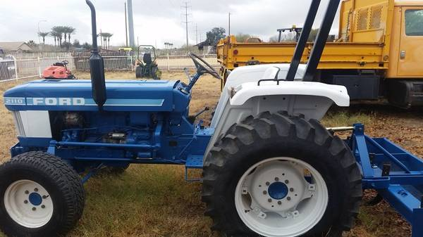 Photo 38HP Ford 2110 2WD Tractor with Box Scraper (Call Us About Our Lay-A-Way Program Today)