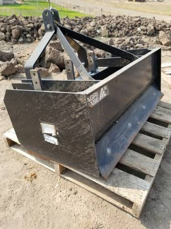 Photo 4 ft box scraper wrippers 3 point tractor - $500 (Montague)