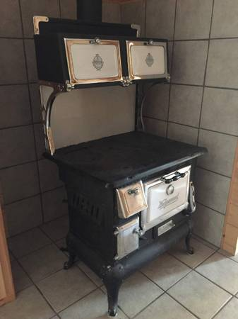 Photo Antique Wedgewood Cook Stove - $1,000 (DeetzOld Stage Area)