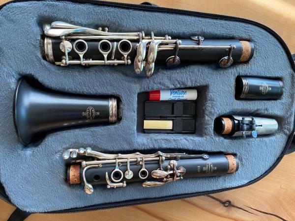 Photo Buffet E12F Intermediate Bb clarinet - $1,000 (Medford)