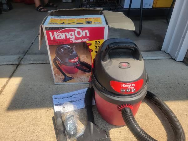 Photo Hang On 2.5 Gallon Shop Vac - $40 (Medford)