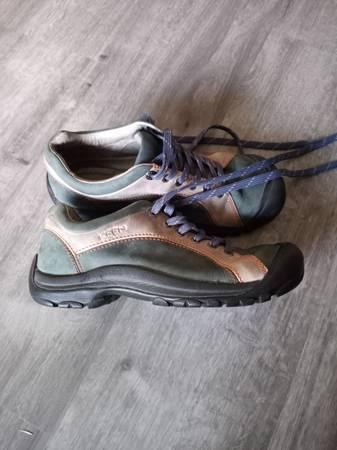Photo Keen womens shoes - $25 (Ferndale)